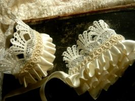 Ivory lace cuffs by diwatox