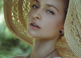 Summer Hat by pholwises