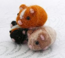 Needle Felted Guinea Piggies! :3 by Charlottejks