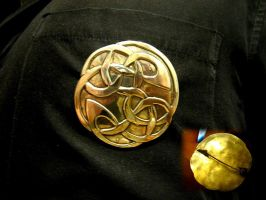 Celtic knot brooch by Aranglinn