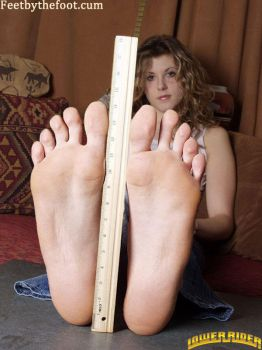 woman with really big feet by lowerrider