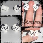 Cute skull plugs by spaztazm