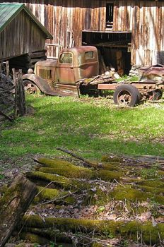 Rusty old truck by JennRS