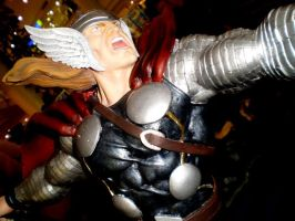 Thor statue by force2reckon