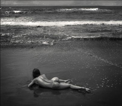 girl and the sea by photoport