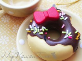 Hello-Kitty Doughnut by ImSugarRibbon