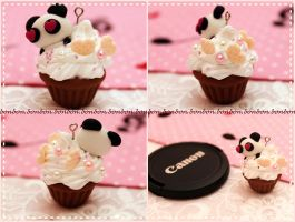 in love PANDA cupcake charm by Fraise-Bonbon