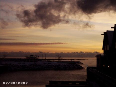 Sunrise over the harbor2 by MrMenelausRedz