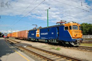 40 0884-9 with a freight in Gyor station by morpheus880223