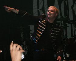 Gerard Way Smile by synysterxmiss