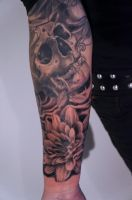 skull and flower by graynd