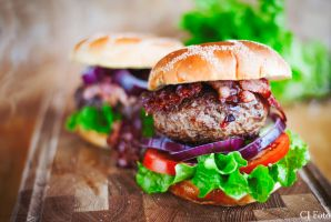 Chiliburgers with bacon by CJacobssonFoto