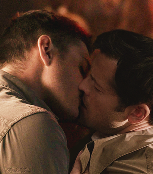 Destiel Kissing by IrenSupernatural