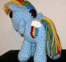 My Little Pony - Rainbow Dash with Cutie Mark by kaerfel