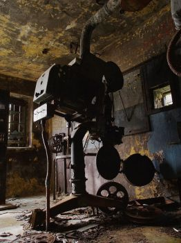Lost picture house projector by Graid