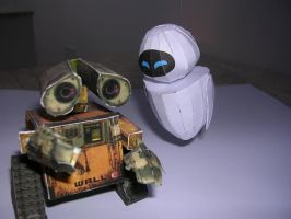 Wall-e and EVE papercraft by Tiffyx