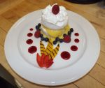 Mini pavlova with lemon curd by cosmicspider