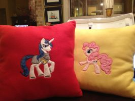 Pillows tell of a new fanfic pairing by SweetwaterPony
