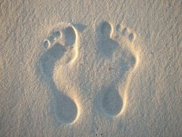 Footprints at the beach by kermit-93