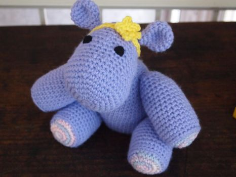 Content hippo by PuzzledShorty