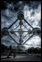 Atomium by day by zardo