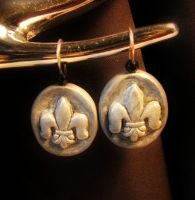 Fleur de lis fimo earrings by Astukee