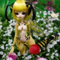 Enaibi wasp Ethel aka Honey drew by Atelier-Cynamon