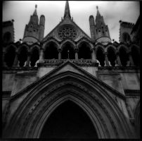 holga : law courts, westminster by zzpza