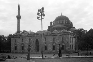 Turkey Istanbul Beyazit camii mosque 1970s by BlackWhitePictures