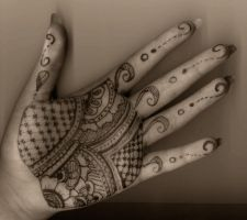 Henna Hand by bloodred-dragonfly
