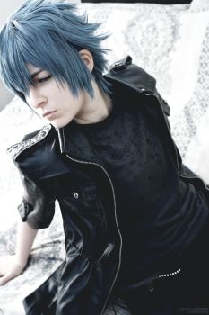 [FFXV COSPLAY] Moody Prince by Luxris