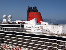 Cruice ship Queen Elisabeth by Luddox