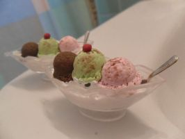 Spumoni Sundae charms by cobalt-bow
