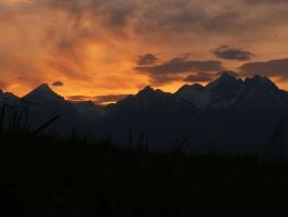 Mountains on fire by MirachRavaia