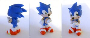 Sonic small figure by vrlovecats