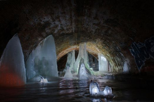 Ice tunnel Bohemoth 3 by cyens