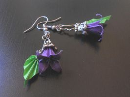 Lily Origami Earrings by sakuralu83