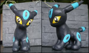 Shiny Umbreon by LittleMissAntiSocial