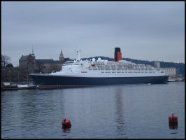 QE2 in Oslo by avarenity