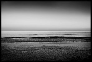 Sunset Beach BW by Digaas