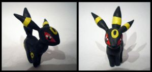 Umbreon figurine by LittleMissAntiSocial