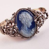 Samantha Claire Cameo Bracelet by Wiresculptress