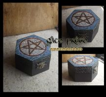 Pentagram Wood Box by GatoPretoArtesanato