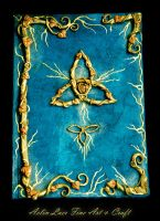 Golden sign Grimoire by Gwillieth