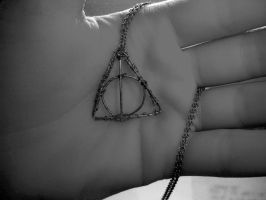 Deathly Hallows Necklace by Lolabri