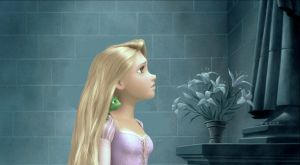 Rapunzel Looking at the Statue by x12Rapunzelx