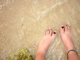 Feel the sand on your feet. by Suzzih
