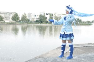 Snow Miku 2012 - Snowy Windy Day by akarimichelle