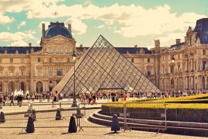 The Louvre by Qvisions