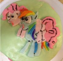 Pinkie and Rainbow fondant cake by redroseelcamino
